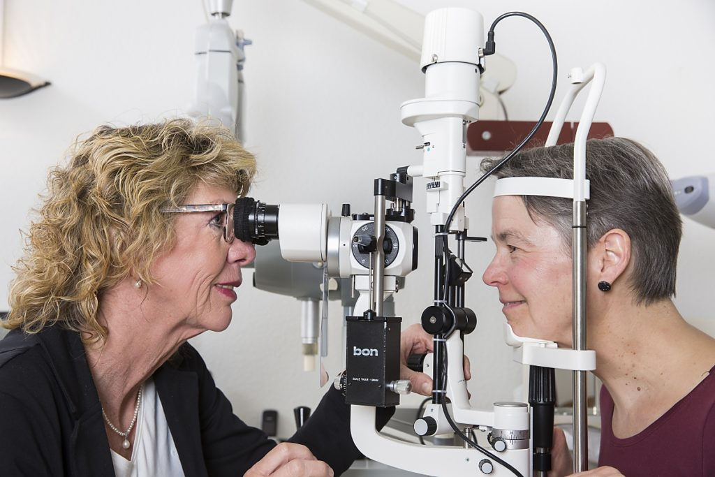 Augenärztliche Untersuchung bei Augenärztin Dr. med. Koulen (Fotograf: Markus Palzer)