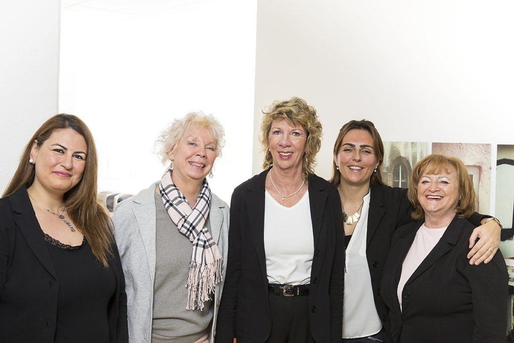Das Team bei Augenärztin Koulen: Birsen Karaman, Pia-Maria Friedel, Dr. med. Gisela Koulen, Nada Mandaric, Doris Achenbach (Fotograf: Markus Palzer)